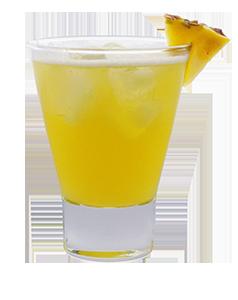 pisco punch mit ananasdeko freigestellt